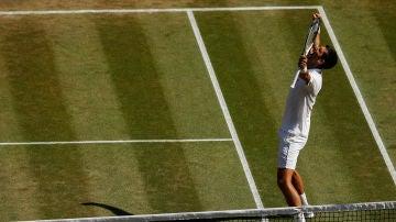 Novak Djokovic celebra su victoria en Wimbledon