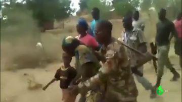 Ejecutan a niños e incluso a bebés: la lucha contra 'Boko Haram' no entiende de piedad