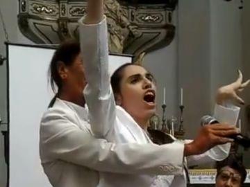 Alfina Fresta, la cantante con parálisis cerebral  que emociona al mundo