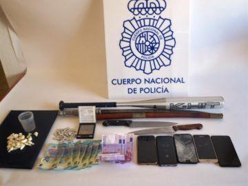 Objetos incautados en el registro de la vivienda de los acusados en Almería
