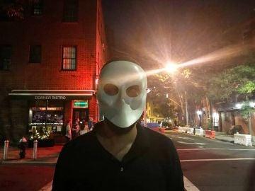 Con la máscara veneciana