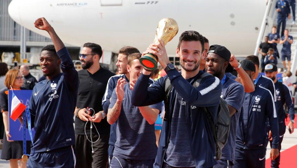 Lloris, con la Copa del Mundo en sus manos