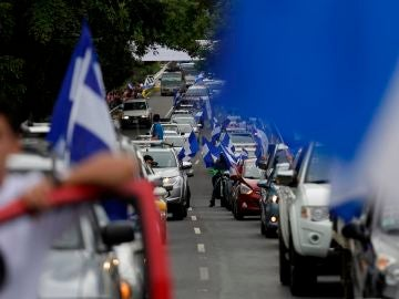 Cientos de personas a bordo de motocicletas, vehículos y camionetas en Managua