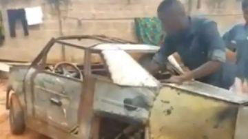 El ingenio de un joven nigeriano conquista las redes: Crea un coche de tres ruedas con 'desechos de la basura'