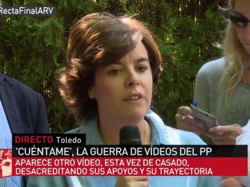 Soraya Sáenz de Santamaría respondiendo a los medios de comunicación