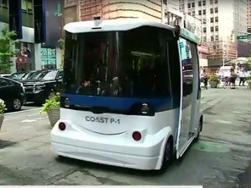 El primer autobús sin conductor recorre Times Square en Nueva York