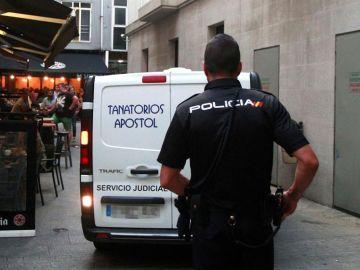 Miembro de la Policia Nacional en el lugar de los hechos