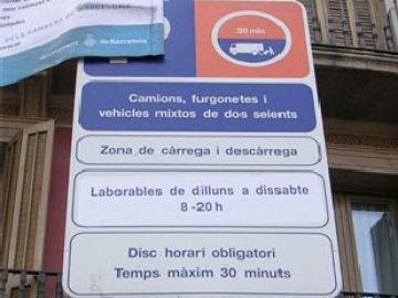 Señal de tráfico escrita sólo en catalán