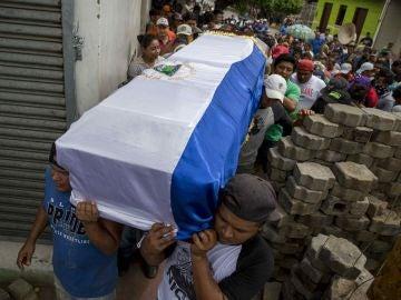 Masaya da último adiós a un joven nicaragüense muerto