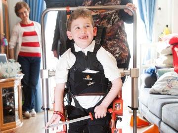 Álvaro andado con el exoesqueleto