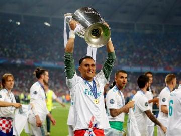 Keylor Navas celebra la consecución de la Decimotercera Champions del Real Madrid
