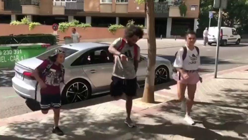 El baile viral de Marcelo y su hijo en la calle que revoluciona las redes sociales