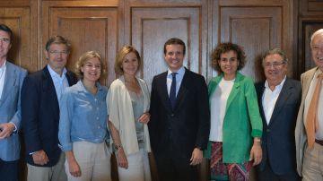 Imagen de los exministros del PP en la comida a favor de Pablo Casado