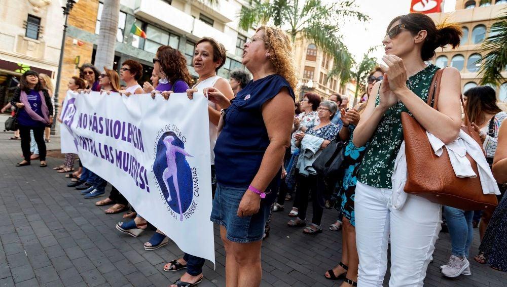 Concentración en Tenerife para denunciar el crimen machista de la Orotava