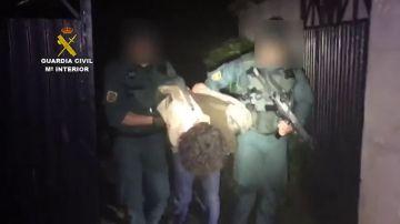 La Guardia Civil detiene al hombre armado que huyó tras atrincherarse en Turieno