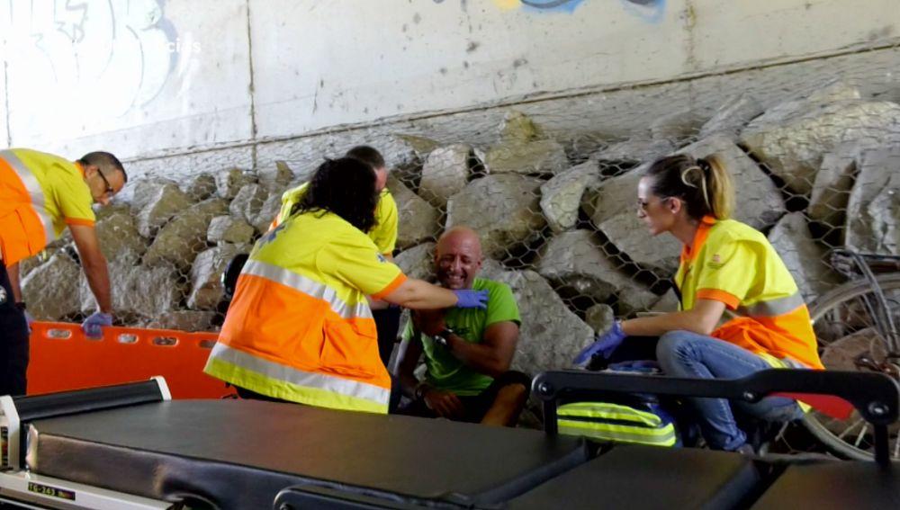 Ambulancias acude a curar a un ciclista