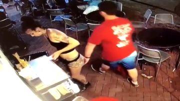 Camarera agredida