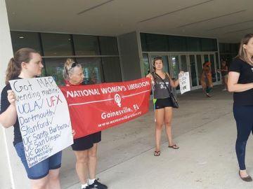 National Women's Liberation de Gainesville piden más máquinas expendedoras de antconceptivos