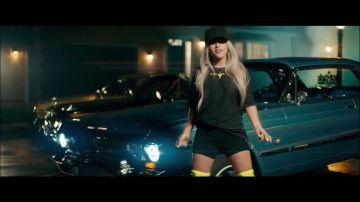 Becky G en el vídeo de 'Zooted'