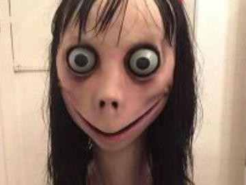 Momo en WhatsApp