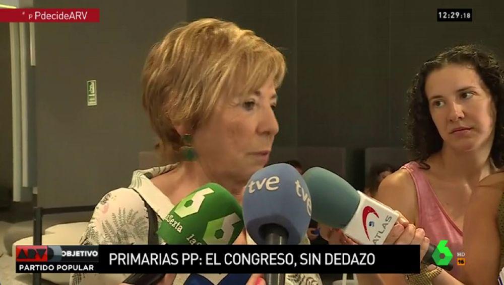 Celia Villalobos ante los medios de comunicación