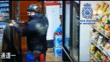 Atracador vestido de Superman en una de las tiendas