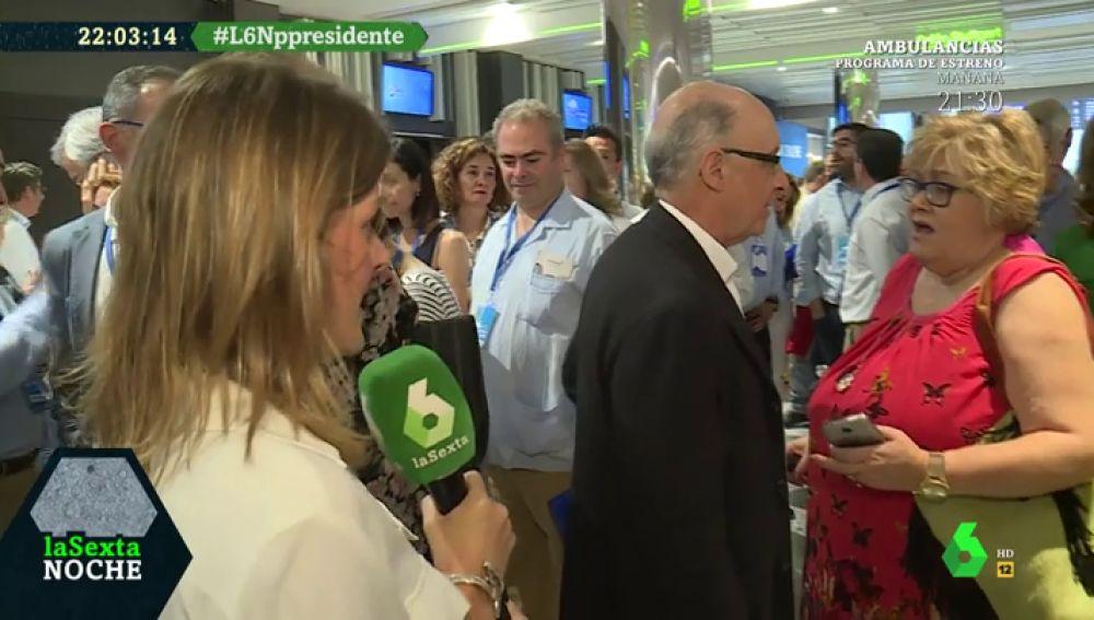Críticas a Aznar, pizzas y chuletones y la aparición estelar de Montoro: así ha sido la visita de Andrea Ropero al Congreso del PP