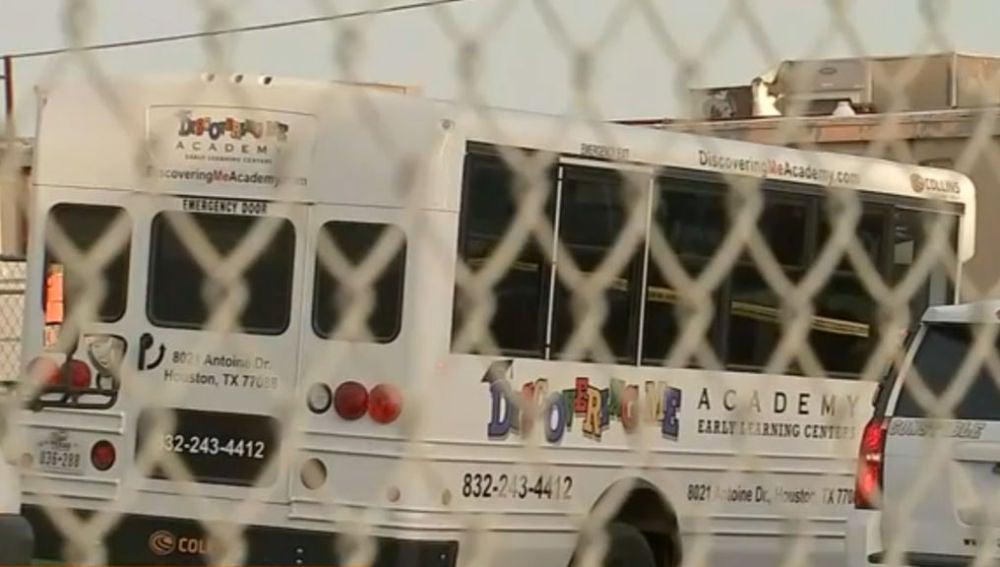 Autobús de la guardería en el noroeste de Houston