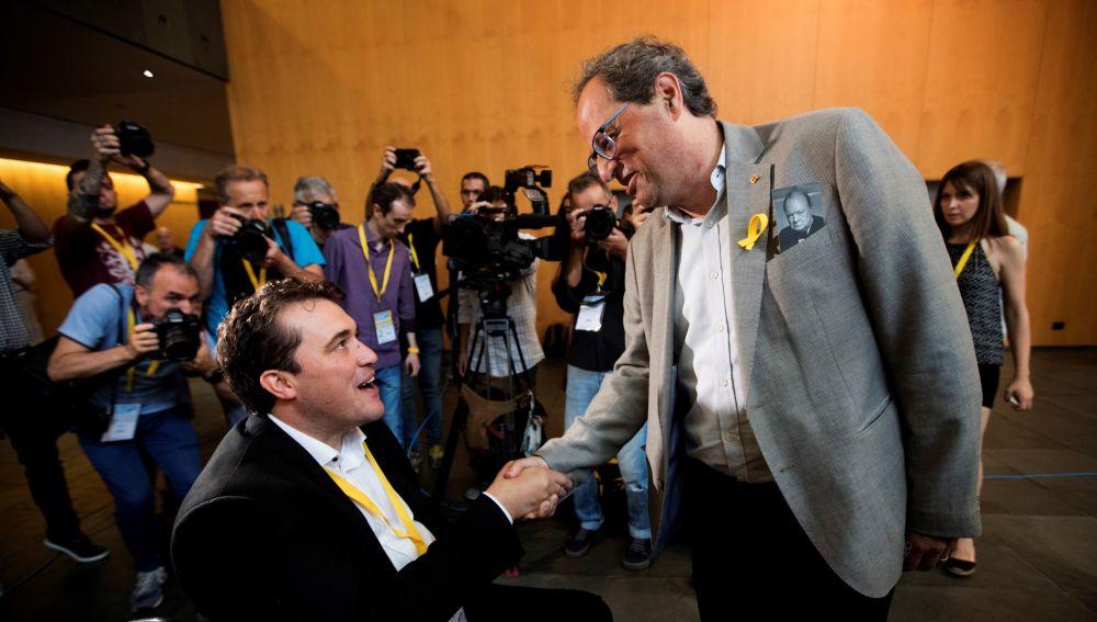 David Bonvehí, felicitado por el presidente de la Generalitat de Cataluña, Quim Torra