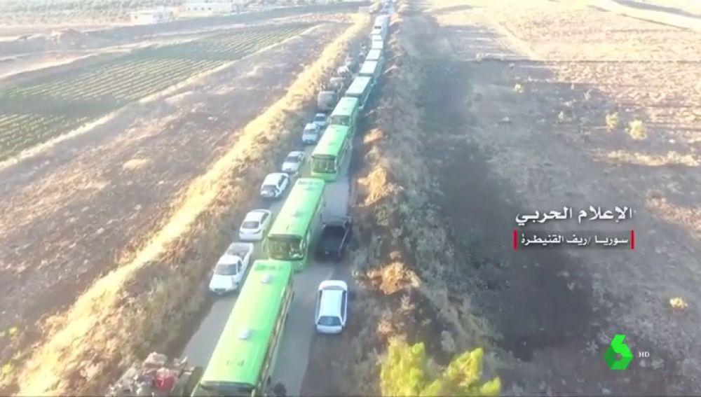 Unas 2.500 personas, entre civiles y combatientes opositores, son evacuadas de Damasco