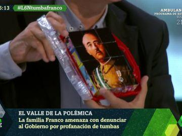 """Xavier Sardà explica la exhumación de Franco con un rompecabezas del dictador: """"Cuesta, pero se va"""""""