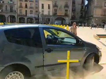 Vehículo que irrumpió en la plaza Major de Vic
