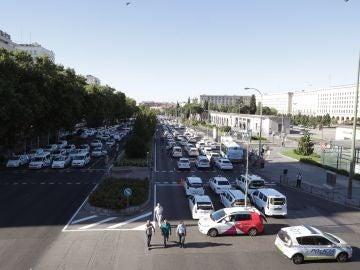 Concentración de taxis en el Paseo de la Castellana