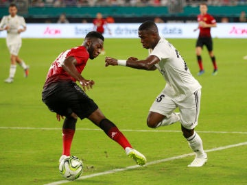 Vinicius, en acción ante el United de Mourinho