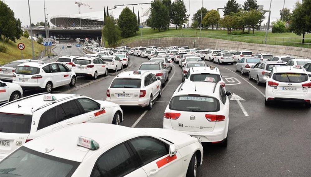 Las asociaciones de taxistas de Vizcaya vuelven a movilizars