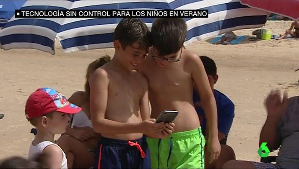 Mucha pantalla, poca vida real: los menores de hoy día pasan más tiempo que nunca con móviles y tablets en verano