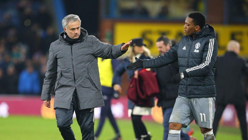 Mourinho y Martial, tras un partido del Manchester United