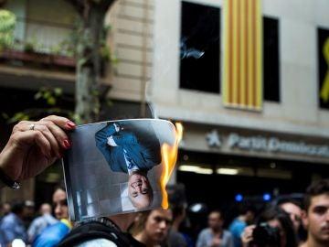 Protestas frente a la sede del PDeCAT
