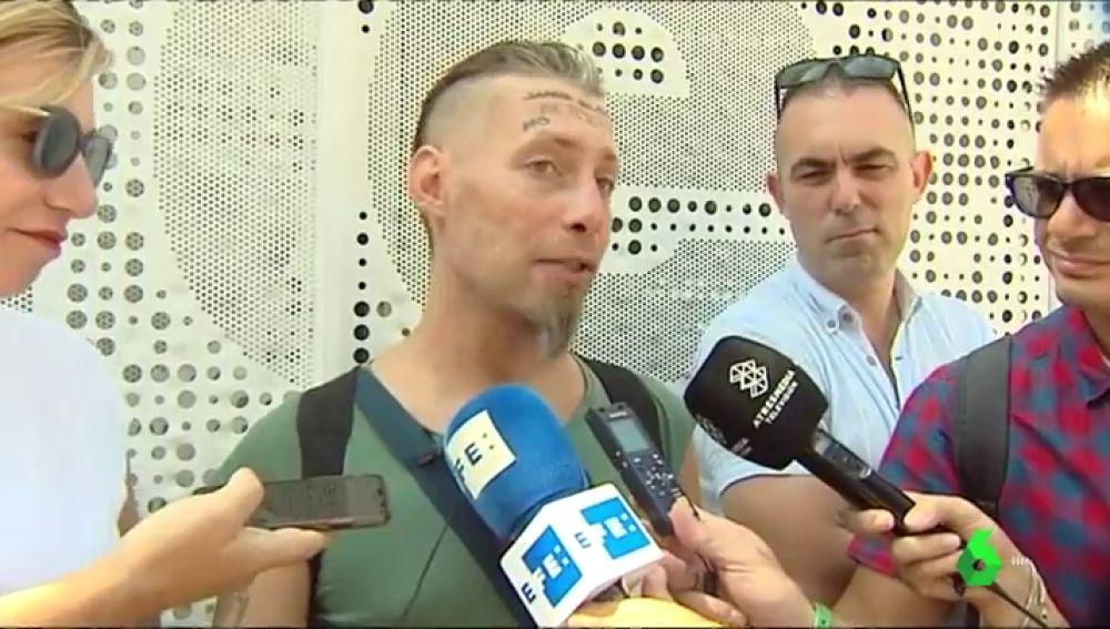 """El 'sintecho' que se dejó hacer un tatuaje en la frente se siente humillado: """"100 euros para mí es mucho dinero"""""""