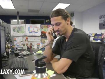 """Ibrahimovic sorprende a varios aficionados por teléfono: """"Hola, Ernesto, soy Zlatan..."""""""