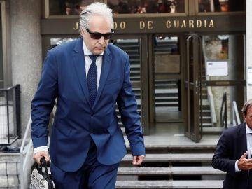 El profesor Pablo Chico de la Cámara sale de los Juzgados de Plaza de Castilla