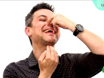 """Rodrigo Cortés muestra su """"superpoder"""" de """"tocar la gaita"""" con la garganta"""