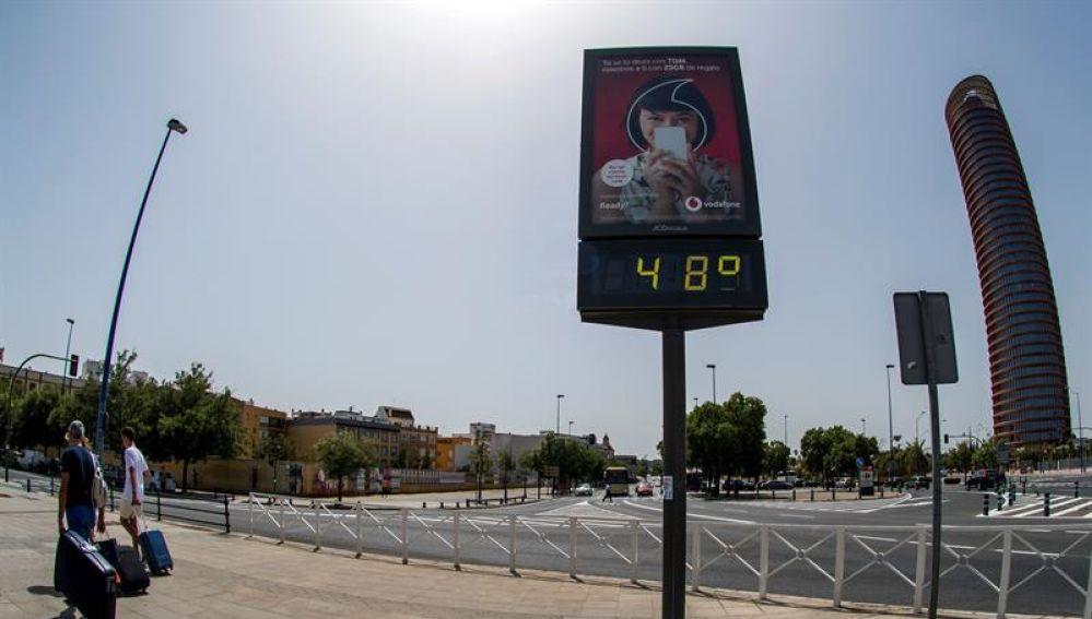Un termómetro de Sevilla que marca 48ºC debido a la ola de calo