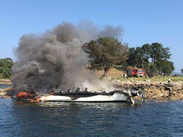 Incendio del catamarán en O Grove, Pontevedra