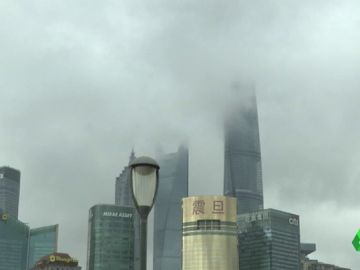 Un tifón obliga a evacuar a 88.000 personas en Shangai, China