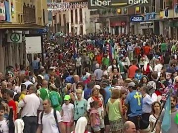Miles de personas disfrutan un año más del multitudinario 'Descenso del Sella' entre Arriondas y Ribadesella