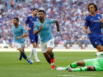 Kun Agüero anota su segundo gol ante el Chelsea