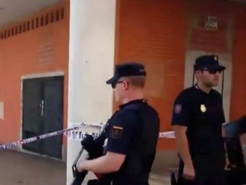 La Policía acordona la zona en la que se ha atrincherado un hombre en Pamplona.