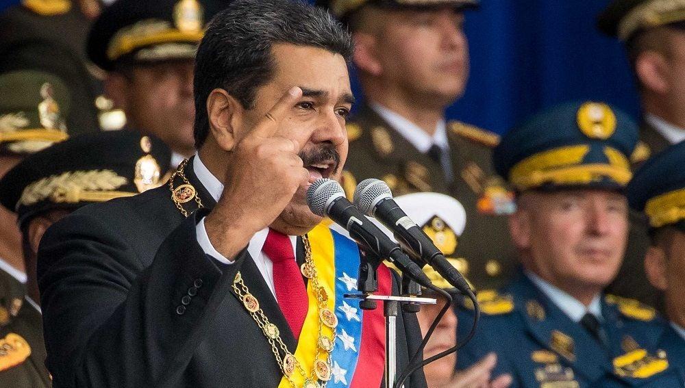 Nicolás Maduro durante el acto televisado con militares antes de la explosión