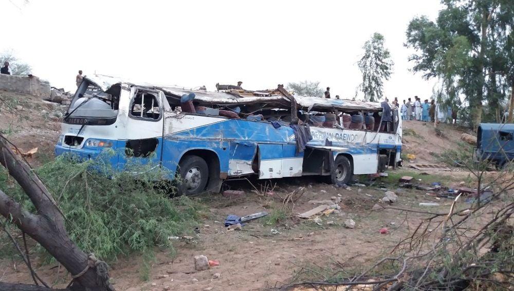 Un accidente de bus en Pakistán deja 26 muertos y 50 heridos